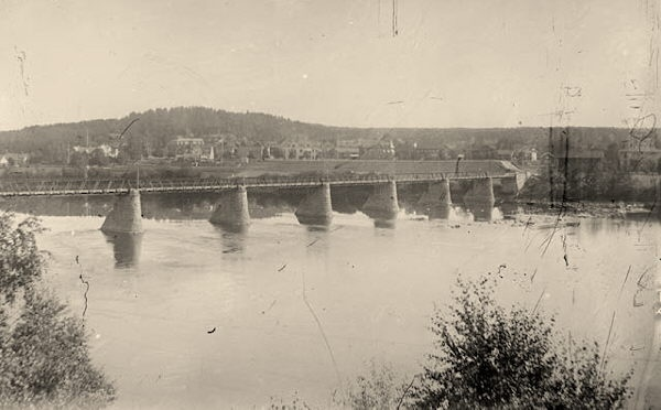 The old bridge which is a pedestrian bridge today. Built in 1905.