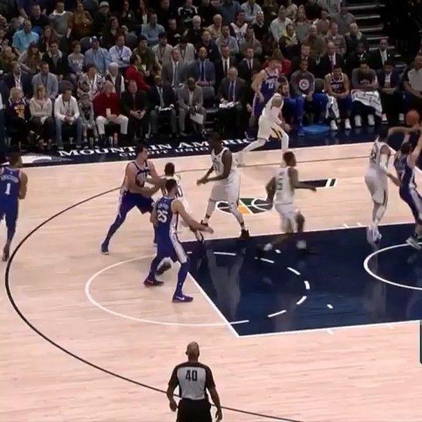 Ben Simmons es una máquina en todos los aspectos del juego puntos rebotes asistencias tapones robos y... matazos! (Video: @houseofhighlights) #ben #simmons #bensimmons #rookie #roy #phila #philadelphia #76ers #sixers #nba #basketball #baloncesto