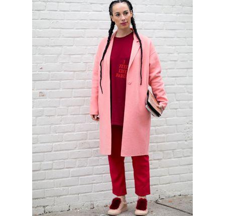 Moda uliczna na NYFW jesień-zima 2016/2017 Street style New York Fashion Week outfit pink coat