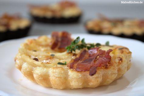 Tolles Rezept für ein Birnen-Tarte mit Knusperspeck und Gorgonzola nach Björn Freitag. Diese Tarte schmeckt süß und herzhaft gleichzeitig.