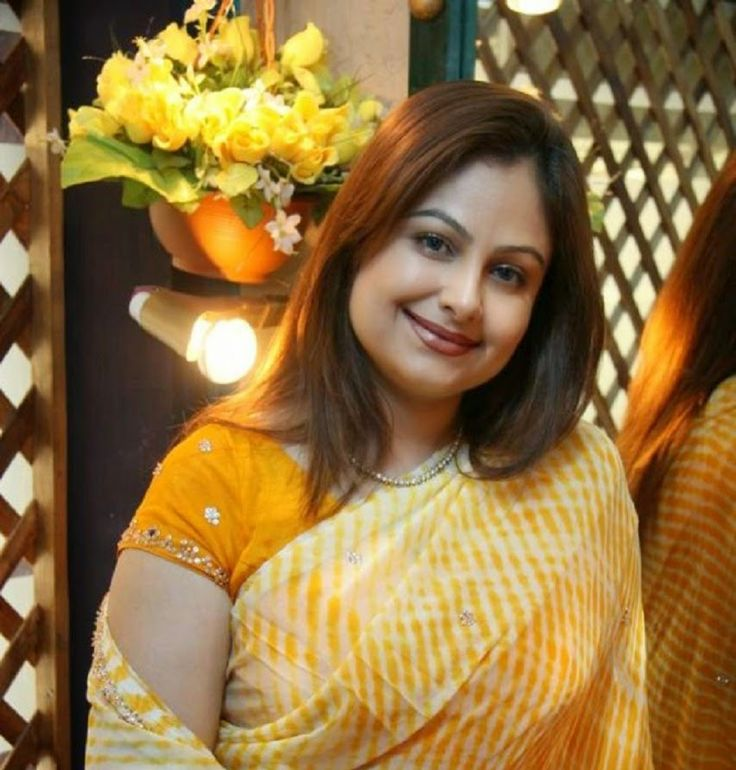 """Ayesha Jhulka is an Indian Actress. She made her debut Film Like:""""kaise Kaise Log"""" role of """"pooja"""" in 1983. Ayesha Jhulka Height, Weight, Age, Affairs, Wiki & Facts."""