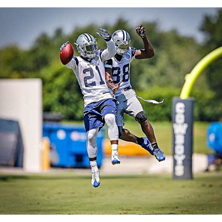 DALLAS COWBOYS  Ezekiel Elliot (Left)  Dez Bryant (Right)