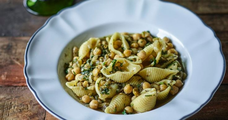 Yotam Ottolenghi's gigli with chickpeas and za'atar - Food - Haaretz.com