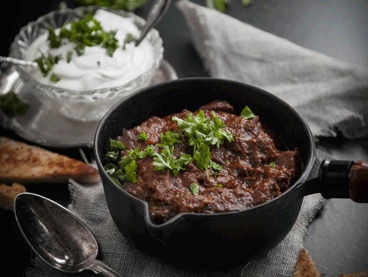 Under helgen passar det perfekt med långkok! Tommys lördagschili är en fantastiskt myustig gryta med varma smaker. Här hittar du receptet på denna chili.