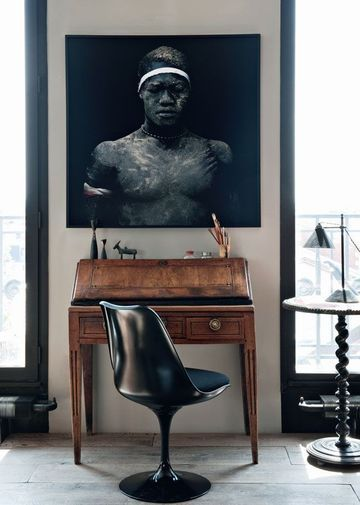 "Paris apartment of Antonio Virga & Antony di Bacco / bureau de famille, chaise ""Tulip"", Silvera, et guéridon Napoléon III  / artwork by Denis Rouv / Côté Maison - Photo: Nicolas Mathéus /"