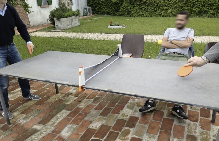 It is easy to transform a Boiacca into a ping pong table: the tournament begins! #outdoor #table #concrete
