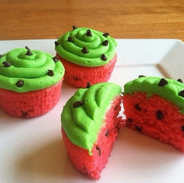 Watermelon decorated cupcakes! | Sweet Summertime! | Pinterest