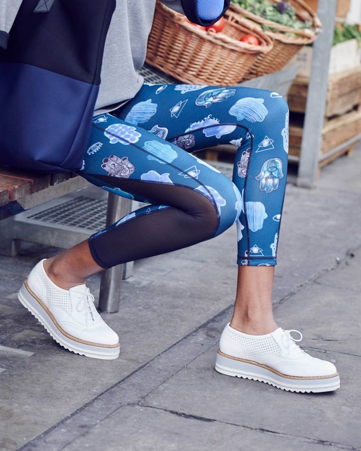 Meet new 2-in-1 leggings that reverse from beautiful prints to chic black. Wear from yoga, pilates or workout straight to street.