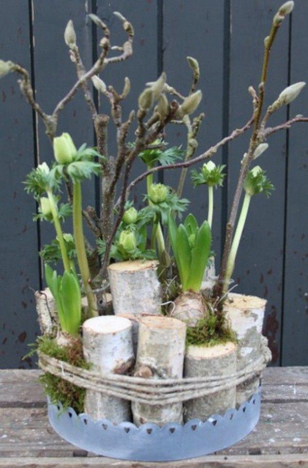 leuk en simpel voor op tafel bloemstuk met berken stammetjes
