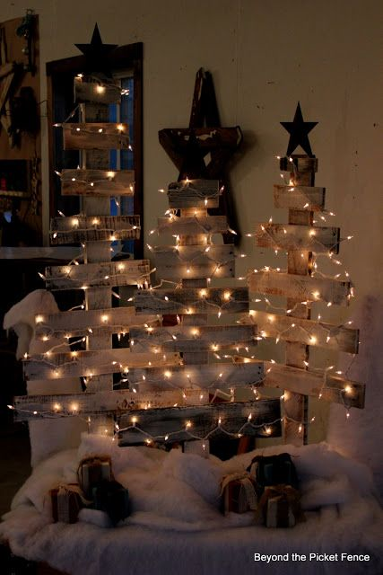 Christmas trees made from pallets!!!! for the front porch...