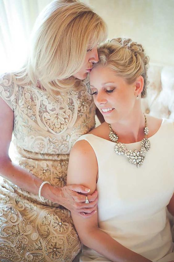 Wedding photos with your mom and grandma 5 / http://www.deerpearlflowers.com/getting-ready-wedding-photography-ideas/