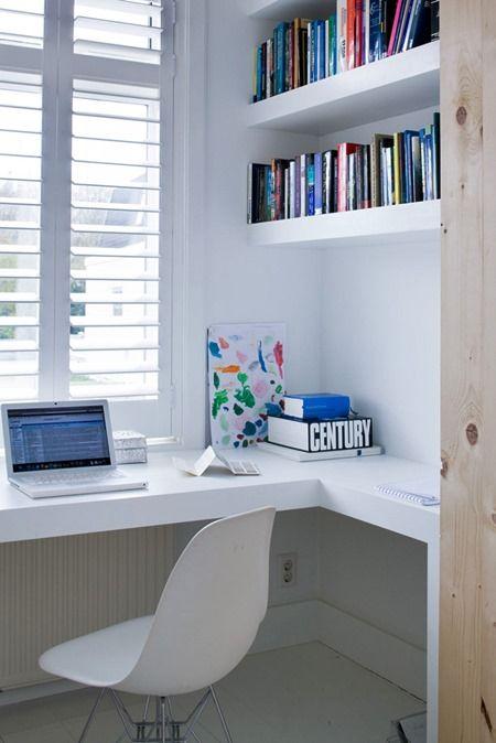 Antes das fotos, um lembrete: É importante prestar atenção na iluminação e no conforto físico, principalmente em uma área de trabalho ou estudo, onde você ou seu filho passarão muito tempo sentados lendo ou vendo uma tela de computador...