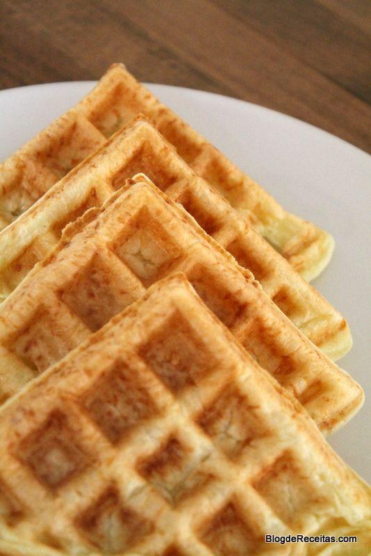 """Este waffle fez o maior sucesso aqui em casa. Minha filha de 4 anos, dizia que estava muito """"hungry"""" (com muita fome) e a cada pão de queijo que ia saindo da máquina, ela pedia. É uma boa opção par…"""