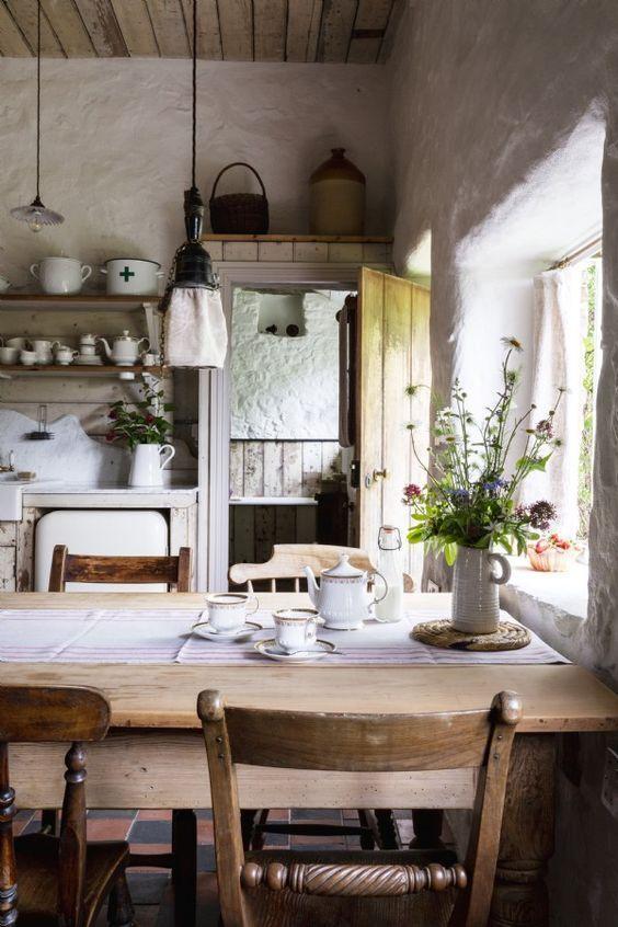 liebe dieses moderne rustikale Bauernhaus Küche Esszimmer mit zurückgefordertem woo