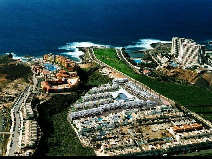 Gehele woning/appartement in Arona, ES. Este hotel está situado en una zona tranquila de Adeje, en la costa sur de Tenerife, mas precisamente en la fabulosa Playa Paraíso. Ofrece una piscina al aire libre . El Marina Palace alberga un bar que sirve aperitivos y bebidas durante todo el d...