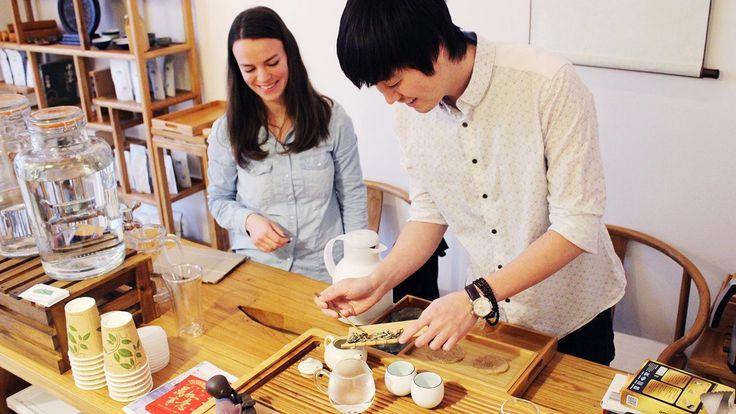 Af banen kaffeentusiaster, der er en ny tebutik i byen, og de nørder den fuldt ud.