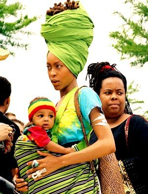 18-15n-77-30w:    turbanista:    Erykah Badu and son Seven    http://18-15n-77-30w.tumblr.com/