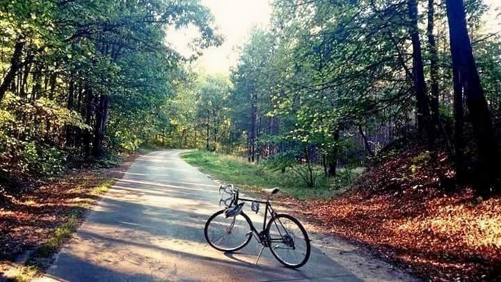 Jeśli kochacie jazdę rowerem tak jak my, koniecznie sprawdźcie listę 10 miejsc idealnych na rower <3 #100club #rower #podróże #Polska #sport