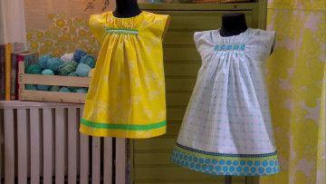 Samma mönster har använts för de här nätta klänningarna.