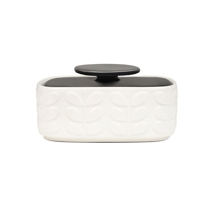 Bring Orla Kiely's signature style to the kitchen with this beautifully retro butter dish. Made from 100% earthenware it features the iconic Orla Kiely raised stem design in cream with a charcoal grey