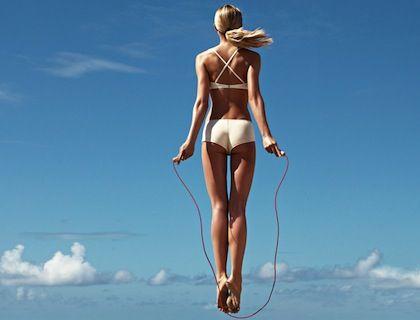 Vous souhaitez éliminer capitons et peau d'orange ? Découvrez les activités sportives et les exercices les plus efficaces pour lutter contre la cellulite.
