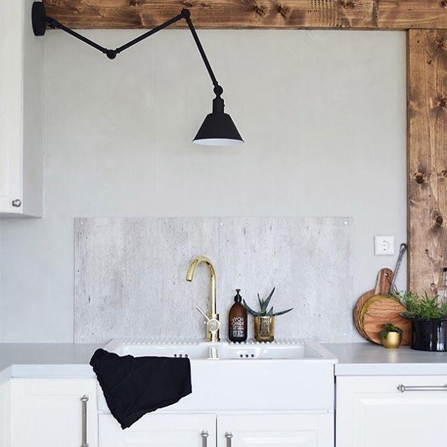 Røft og stilig hos @dianaousdal med LADY Minerals kalkmaling i fargen 8470 Smooth White. Mer kjøkkeninspirasjon ...