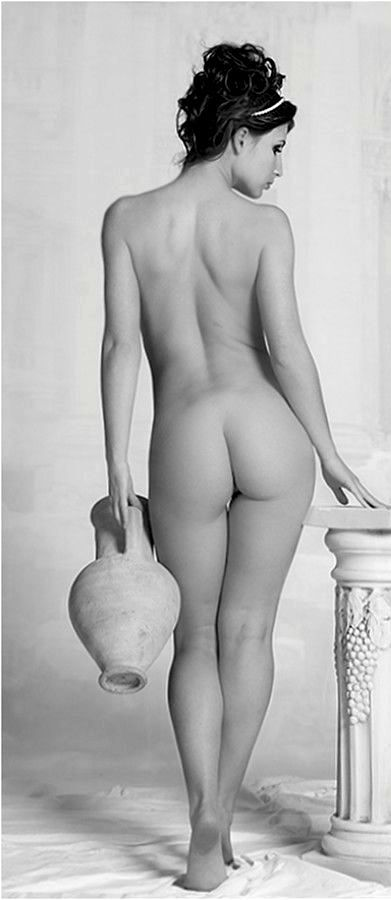 Standing female nude-6518