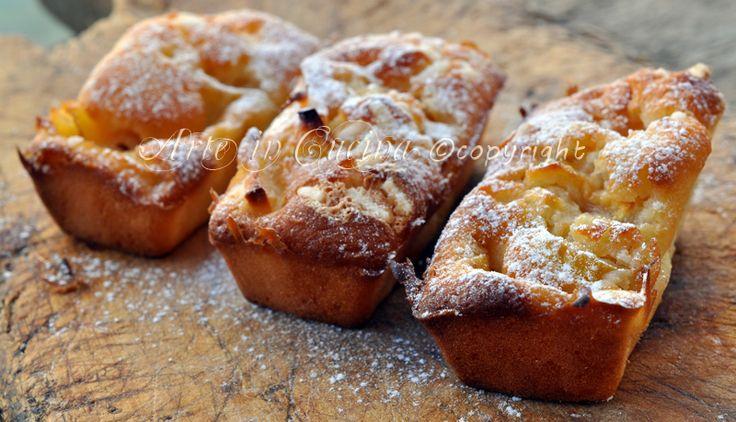 Mini plumcake alle mele, ricetta dolce per colazione o merenda, morbidi, facili e veloci, dolci alle mele da realizzare in pochi minuti, ricette con le mele