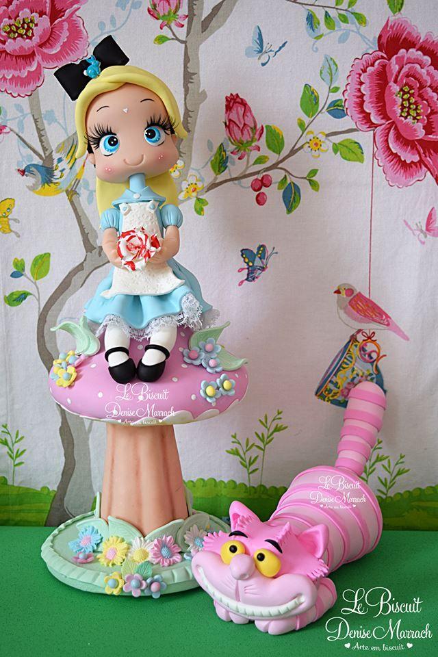 Alice No Cogumelo 35cm E Gato Em Biscuit Para Topo De Bolo E