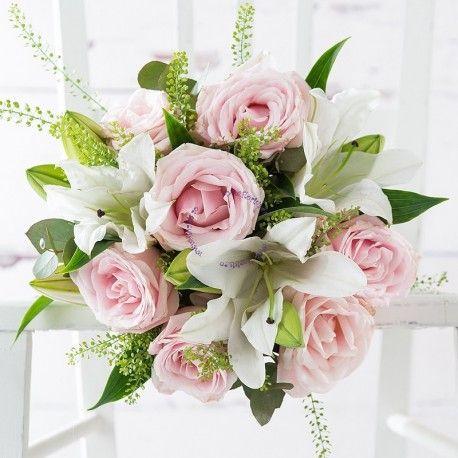 Un buchet care inspira delicatete si rafinament, realizat din trandafiri roz pal si crini imperiali albi, poate fi comandat de la atelierul nostru floral din Cluj-Napoca sau Huedin, avand livrarea gratuita.