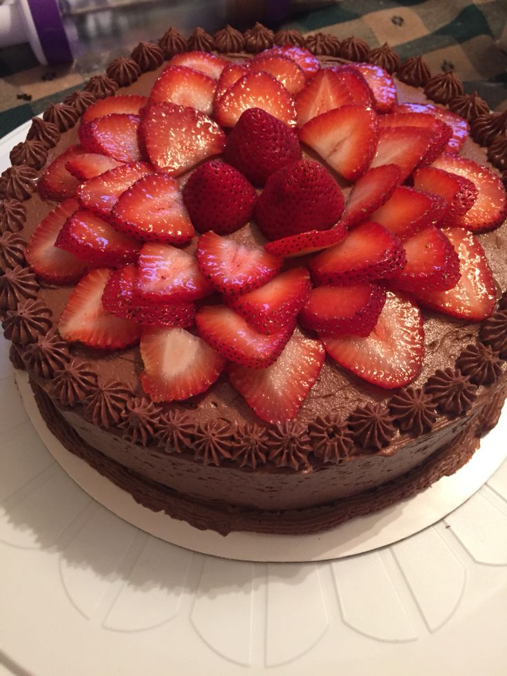 Cake Decorating Ideas Strawberry : Best 25+ Chocolate cake with strawberries ideas on ...
