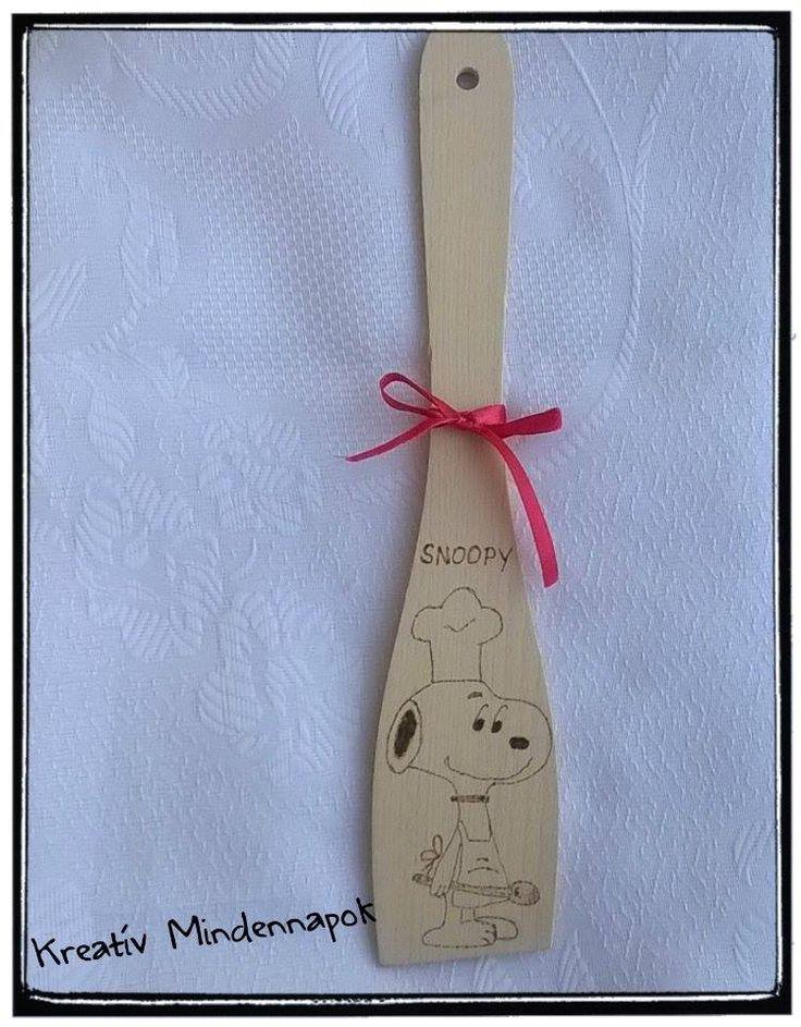 Snoopy gravírozva a fakanálon
