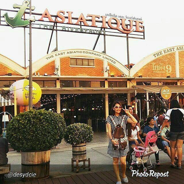Foto tas Lomberg Floral Rucksack di Asiatique Riverfront Thailand by @desydcie  #asiatique #bangkok #thailand #food #asiatiquetheriverfront #travelgram #asian #traveling #tour #bkk #traveltheworld #여행 #selfie #life #travelpics #travellife #thai #travelingram #travel #vocation #tourism #globetrotters #beautiful #travellifestyle #foodporn #방콕 #thailand_allshots #nicetrip #태국 #art