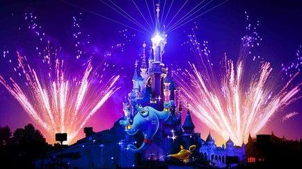 Duik in de wereld van de Disney verhalen en geniet van de magie van Disney in onze Disney<sup>®</sup> Parken. Meer dan 50 attracties, adembenemende parades en indrukwekkende shows die magische ervaringen en spannende avonturen bieden voor het hele gezin.