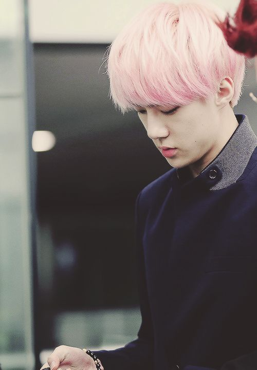 Sehun forever adding color's to his hair portfolio of awesomeness:)
