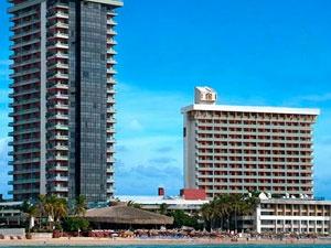 El Cid el Moro Mazatlán, es un impresionante hotel de 25 pisos ubicado en la playa de la zona dorada.    En su interior cuenta con preciosas y magnificas suites, las instalaciones son de primera la alberca esta conformada por cascadas y para los pequeños de la casa cuenta con toboganes donde ellos pasaran momentos inolvidables.