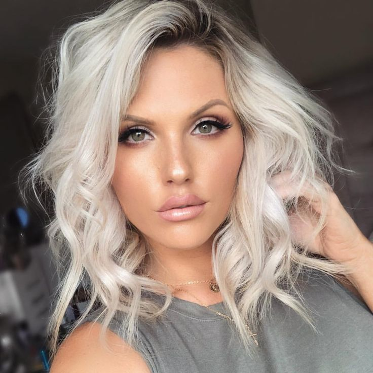 petite-platinum-blonde-sexy-coffee-girls-mo