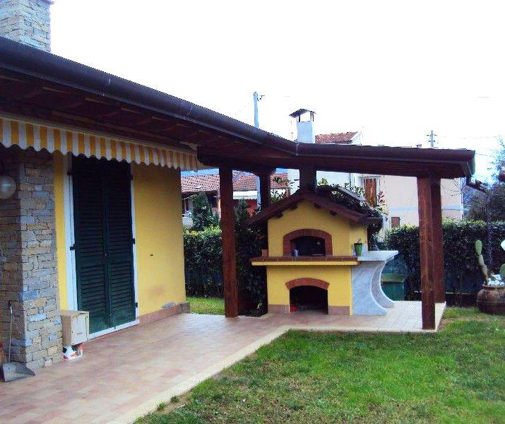#Villa singola #Massa A81 #Pergolato #fornoalegna