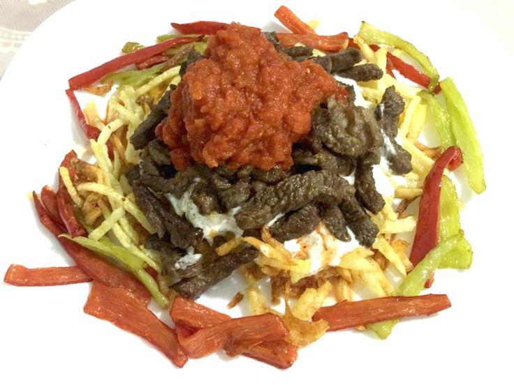 Çökertme Kebabı Tarifi - Çökertme kebabı genellikle herkesin sevdiği lezzetlerin bir araya geldiği, et ve çıtır patatesin soslarla zenginleşmiş hali...