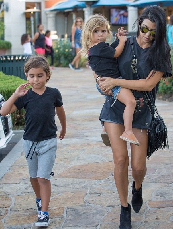 17 best images about kourtney kardashian on pinterest for What does kourtney kardashian do