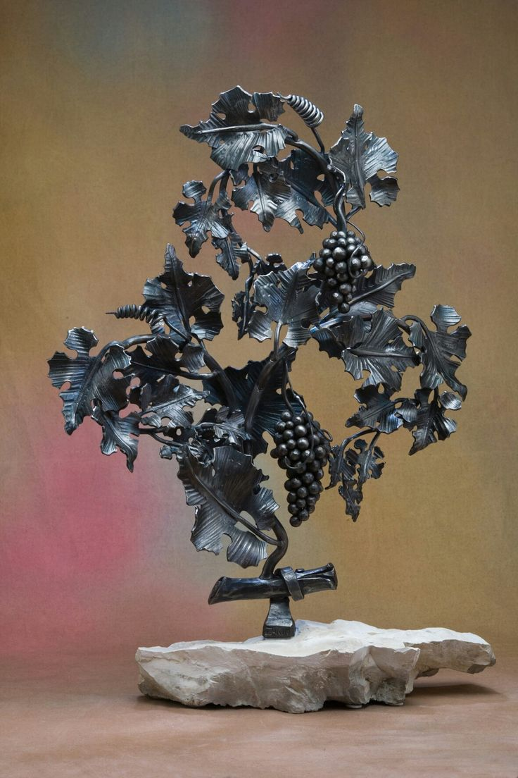 скульптуры цветов из металла фото