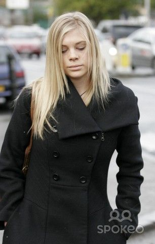 Chelsy Davy walks through Hyde Park with friends amid rumours that she would return home to South Africa. It seems the law student has decided to continue with her studies at Leeds University despite her recent split with Prince Harry