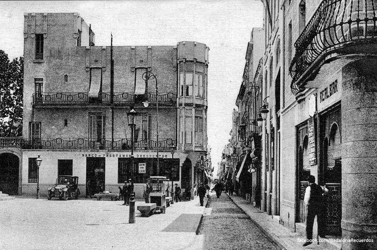 """""""Plaça de la Vila y calle del Mar a principios de siglo XX. #badalona #barcelona…"""