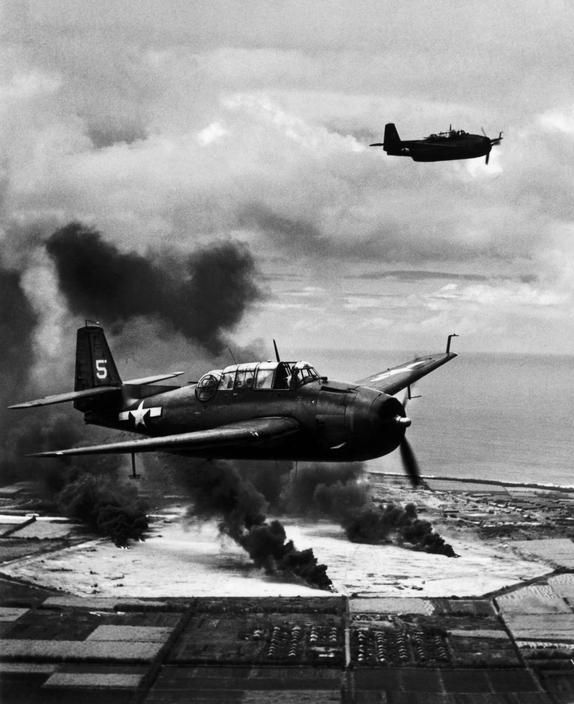 The Pacific Campaign. Marshall Islands. 22 February 1944. Tinian Island (occupied by the Japanese). US Navy Avenger fighter bombers. @ W. Eugene Smith / Magnum Photos