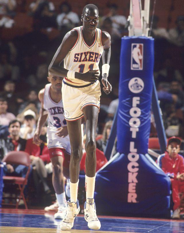 Manute Bol | Manute Bol (7-foot-7, 200 lbs) runs back on defense during a 1990 game ...