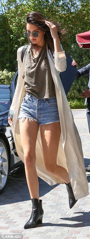 Kendall Jenner pictured in Daisy Dukes to meet sister Khloe Kardashian in Beverly Hills | Daily Mail Online