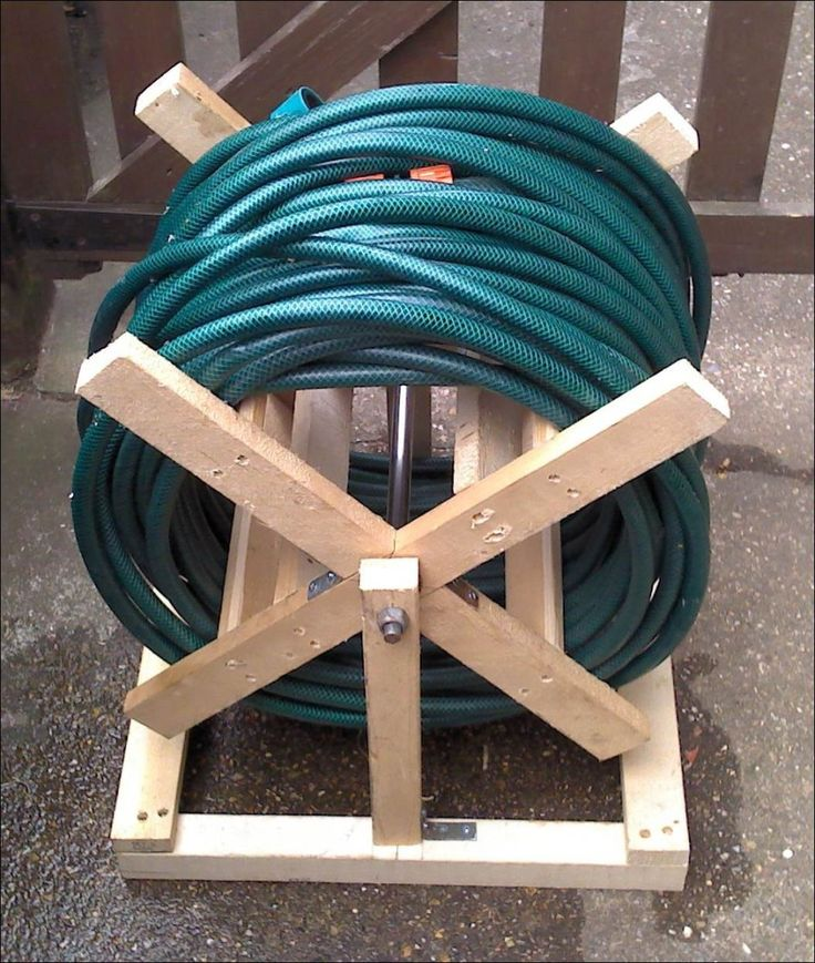 Ideas, Diy Wooden Hose Storage For Garden Appliances Plus Long Blue Hose 014: Garden Hose Storages: Useful at Once Really Decorative In Cari...