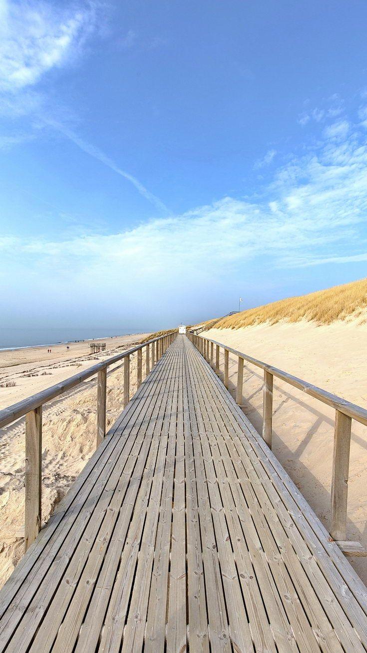 Uma caminhada no caminho da praia de Westerland para Kampen.   – Meer
