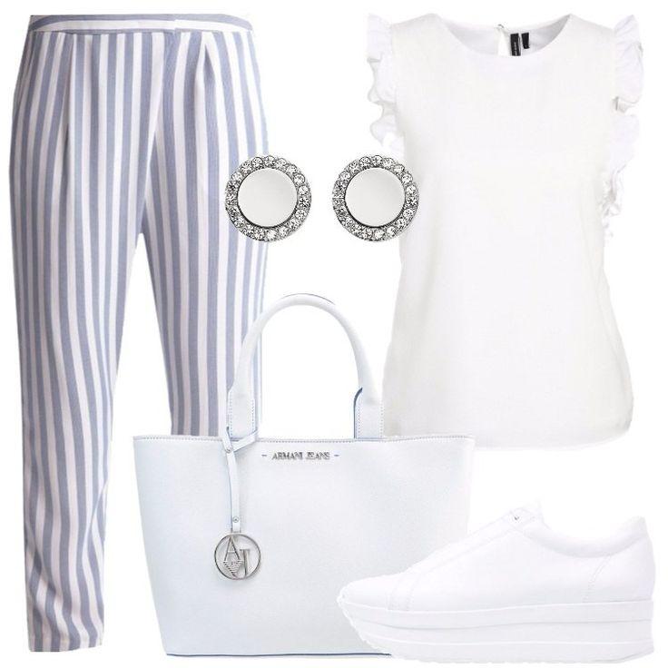 L'outfit è composto da un pantalone a vita alta, una camicetta con scollo tondo, un paio di sneakers bianche basse, una borsa in fintapelle e da un paio di orecchini.