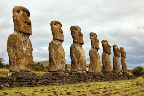 Las estatuas moai de Rapa Nui, isla al sur del pacífico, están sufriendo gran deterioro, según Anne Van Tilburg, arqueóloga con más de 30 años de experiencia en el estudio de los moai. La experta dirige el Proyecto de la Estatua de las Islas Este con la ayuda de Cristian Arevalo Pakarati, quien afirmó que…